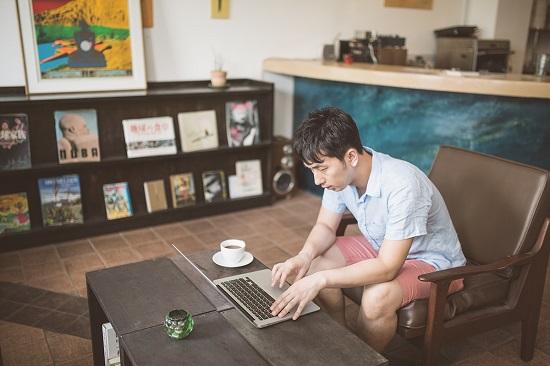 カフェでMacBook Air