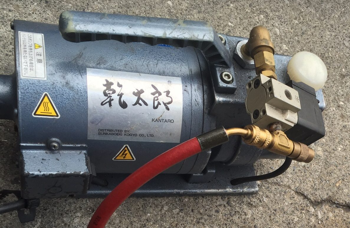 【エアコンの真空引きの手順】真空ポンプを使用してエアパージをする方法