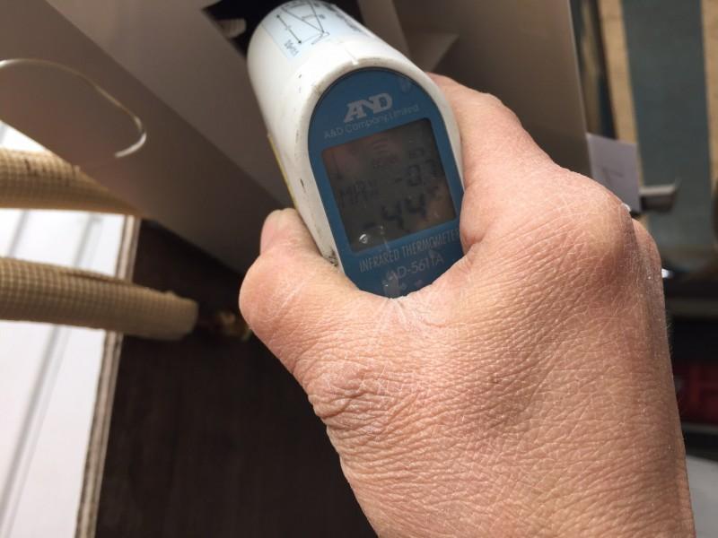 全くガスがない、冷えない家庭用エアコンの、ガス補充の方法