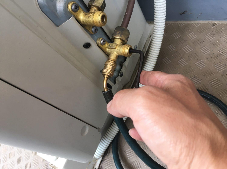 エアコンが冷えない原因と対処方法を徹底解説!ガス漏れ?